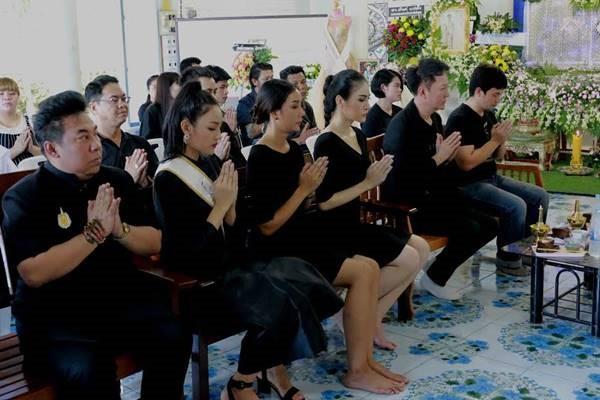 Lễ tang không có mặt cha mẹ của hoa hậu Thái Lan 19 tuổi ảnh 9