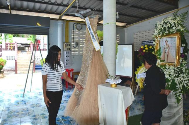 Lễ tang không có mặt cha mẹ của hoa hậu Thái Lan 19 tuổi ảnh 3