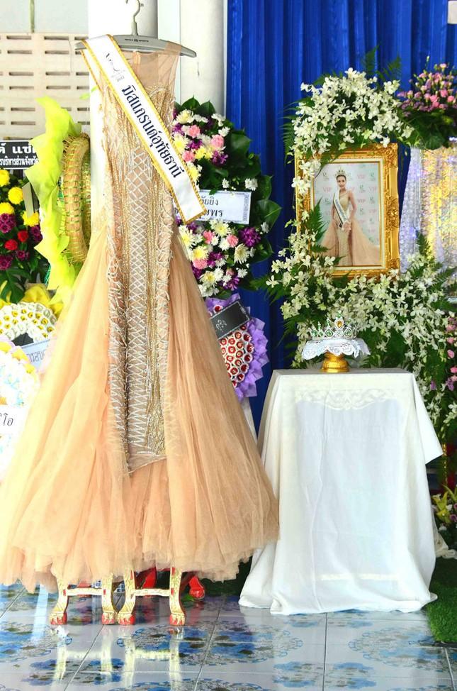 Lễ tang không có mặt cha mẹ của hoa hậu Thái Lan 19 tuổi ảnh 2