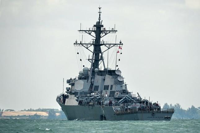 Tàu khu trục Mỹ thủng lỗ lớn sau va chạm tàu chở dầu ảnh 7