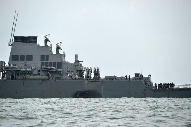 Tàu khu trục Mỹ thủng lỗ lớn sau va chạm tàu chở dầu ảnh 4