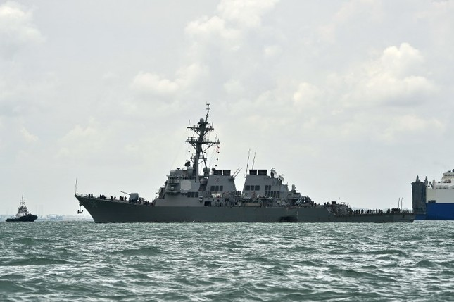 Tàu khu trục Mỹ thủng lỗ lớn sau va chạm tàu chở dầu ảnh 3