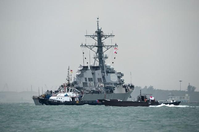 Tàu khu trục Mỹ thủng lỗ lớn sau va chạm tàu chở dầu ảnh 5
