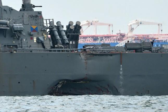 Tàu khu trục Mỹ thủng lỗ lớn sau va chạm tàu chở dầu ảnh 8