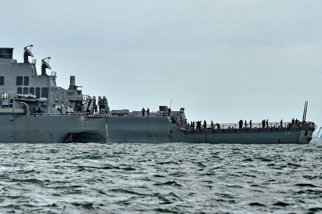 Tàu khu trục Mỹ thủng lỗ lớn sau va chạm tàu chở dầu ảnh 6