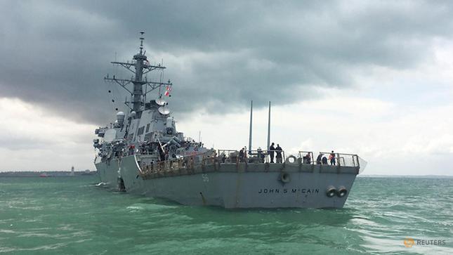 Tàu khu trục Mỹ thủng lỗ lớn sau va chạm tàu chở dầu ảnh 1