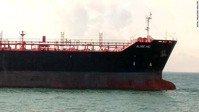 Khu trục hạm Mỹ 'hỏng thiết bị lái' trước khi đâm tàu chở dầu? ảnh 2