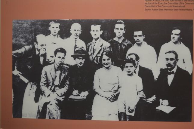 Triển lãm 'Ảnh hưởng của Cách mạng Tháng Mười Nga tới Cách mạng Việt Nam' ảnh 2