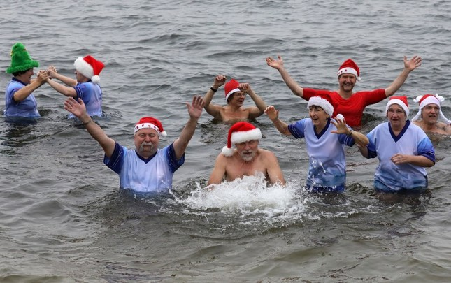 Tạm gác căng thẳng, thế giới tưng bừng đón Giáng sinh ảnh 11