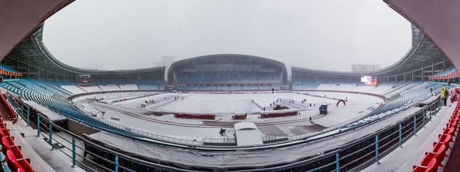 Những 'trận chiến' bóng đá dưới trời mưa tuyết ảnh 20