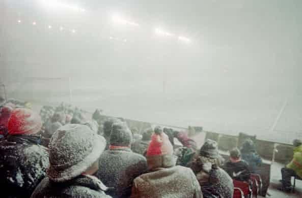 Những 'trận chiến' bóng đá dưới trời mưa tuyết ảnh 8