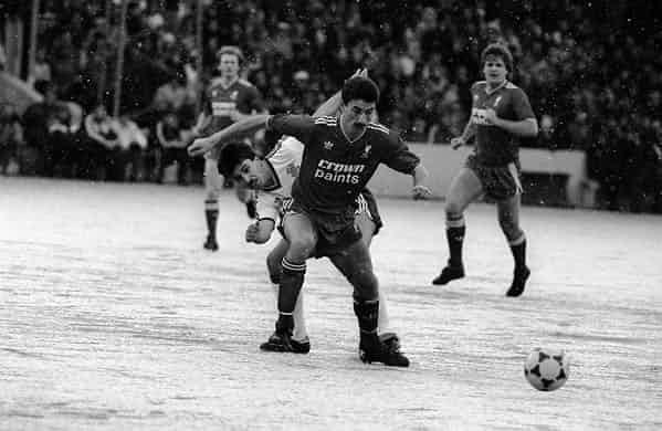 Những 'trận chiến' bóng đá dưới trời mưa tuyết ảnh 7