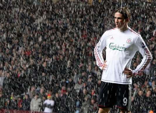 Những 'trận chiến' bóng đá dưới trời mưa tuyết ảnh 15