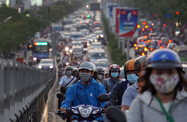 Kẹt xe kinh hoàng ở cửa ngõ sân bay Tân Sơn Nhất ảnh 2