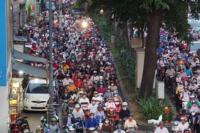 Kẹt xe kinh hoàng ở cửa ngõ sân bay Tân Sơn Nhất ảnh 7