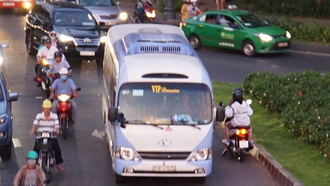 Kẹt xe kinh hoàng ở cửa ngõ sân bay Tân Sơn Nhất ảnh 11