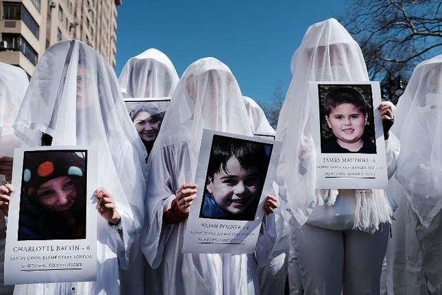 Làn sóng biểu tình phản đối súng đạn lan khắp nước Mỹ ảnh 7