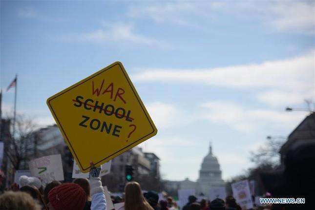Làn sóng biểu tình phản đối súng đạn lan khắp nước Mỹ ảnh 2