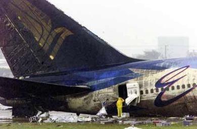 Điểm danh các vụ tai thảm khốc do phi công nhầm đường băng ảnh 1