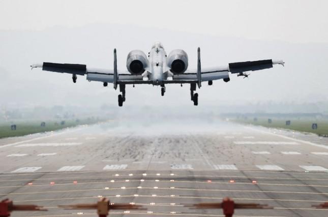'Chim săn mồi' F-22 Mỹ tham gia cuộc tập trận bị Triều Tiên phản đối ảnh 7