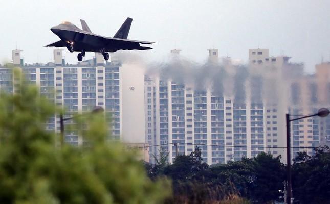 'Chim săn mồi' F-22 Mỹ tham gia cuộc tập trận bị Triều Tiên phản đối ảnh 1