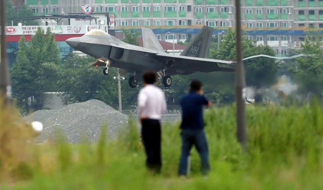 'Chim săn mồi' F-22 Mỹ tham gia cuộc tập trận bị Triều Tiên phản đối ảnh 2