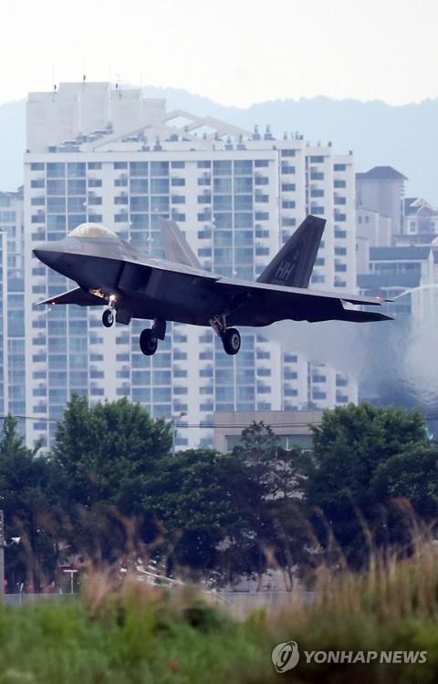 'Chim săn mồi' F-22 Mỹ tham gia cuộc tập trận bị Triều Tiên phản đối ảnh 4