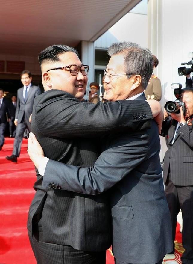 Tổng thống Hàn Quốc - Chủ tịch Triều Tiên bất ngờ gặp mặt ảnh 1