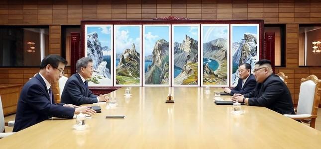 Tổng thống Hàn Quốc - Chủ tịch Triều Tiên bất ngờ gặp mặt ảnh 4