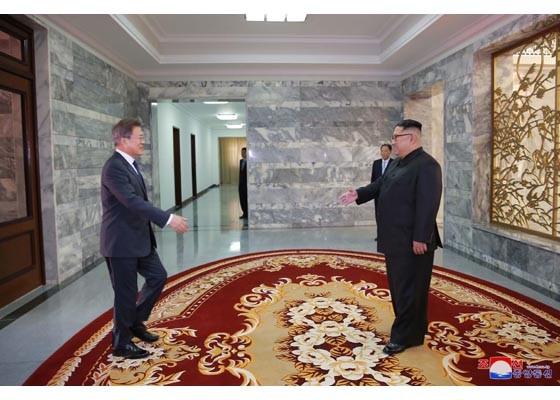 Báo Triều Tiên đăng ảnh hiếm về cuộc gặp của lãnh đạo Hàn - Triều ảnh 2