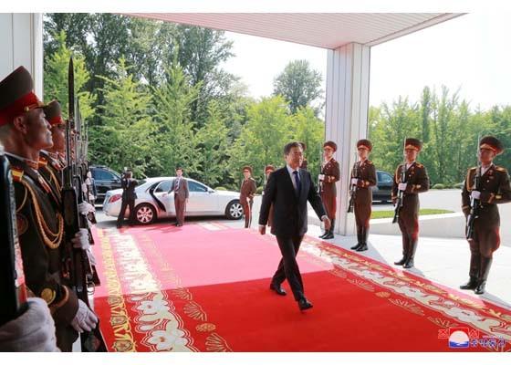 Báo Triều Tiên đăng ảnh hiếm về cuộc gặp của lãnh đạo Hàn - Triều ảnh 1