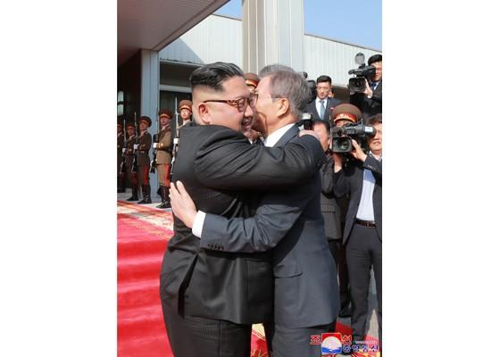 Báo Triều Tiên đăng ảnh hiếm về cuộc gặp của lãnh đạo Hàn - Triều ảnh 12