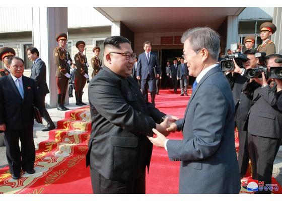 Báo Triều Tiên đăng ảnh hiếm về cuộc gặp của lãnh đạo Hàn - Triều ảnh 11