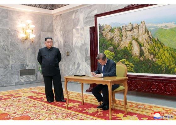 Báo Triều Tiên đăng ảnh hiếm về cuộc gặp của lãnh đạo Hàn - Triều ảnh 7