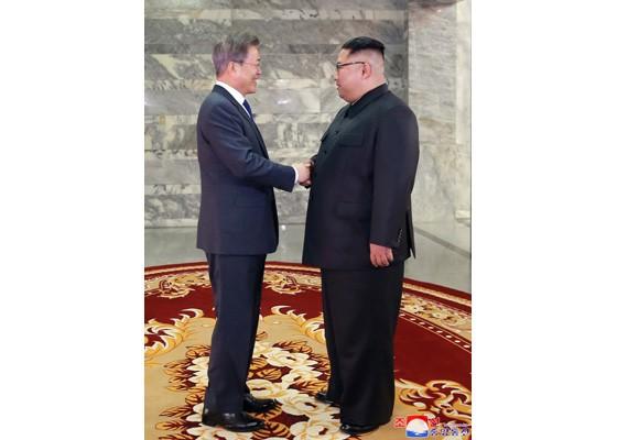 Báo Triều Tiên đăng ảnh hiếm về cuộc gặp của lãnh đạo Hàn - Triều ảnh 3