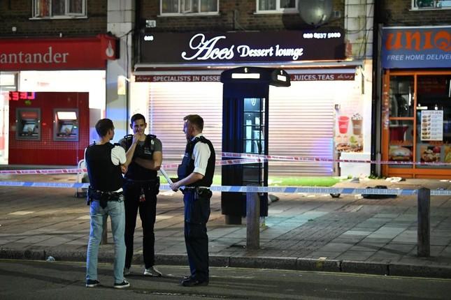 Xả súng liên tiếp tại London, ít nhất 3 người bị thương ảnh 2