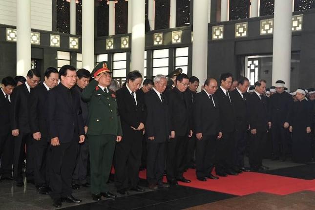 Hình ảnh Lãnh đạo Đảng, Nhà nước viếng Chủ tịch nước Trần Đại Quang ảnh 15