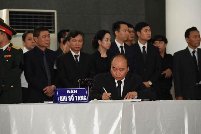 Hình ảnh Lãnh đạo Đảng, Nhà nước viếng Chủ tịch nước Trần Đại Quang ảnh 16