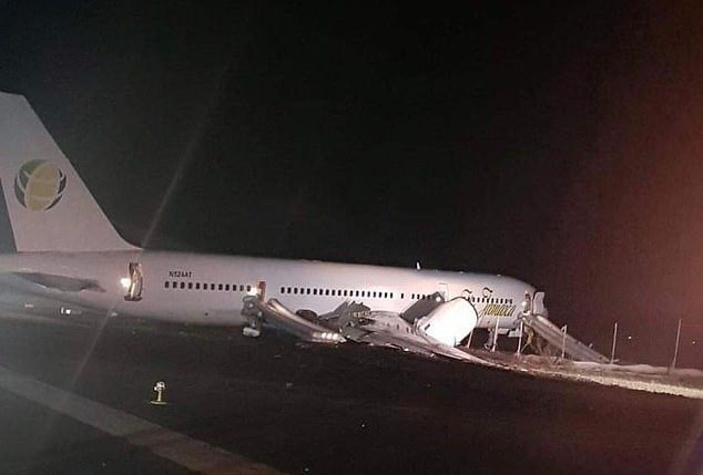 Máy bay Boeing chở 120 hành khách đâm sầm xuống đường băng ảnh 2
