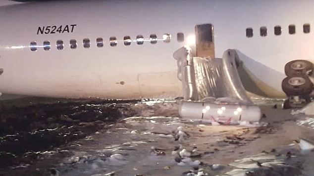 Máy bay Boeing chở 120 hành khách đâm sầm xuống đường băng ảnh 3