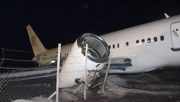 Máy bay Boeing chở 120 hành khách đâm sầm xuống đường băng ảnh 4