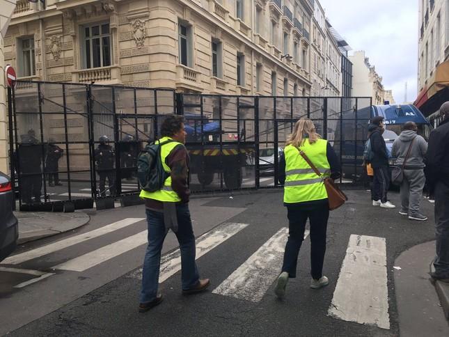 Pháp: Paris hỗn loạn vì biểu tình phản đối tăng giá nhiên liệu ảnh 13