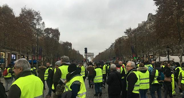 Pháp: Paris hỗn loạn vì biểu tình phản đối tăng giá nhiên liệu ảnh 1