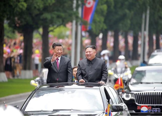 Ông Tập Cận Bình đi xe mui trần, vẫy chào người dân Triều Tiên ảnh 13