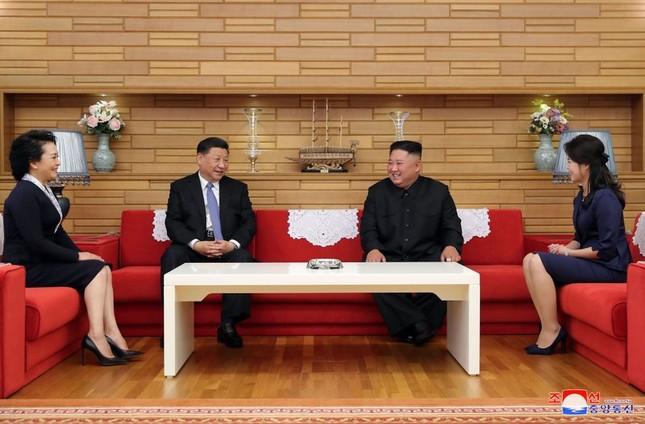 Ông Tập Cận Bình đi xe mui trần, vẫy chào người dân Triều Tiên ảnh 14