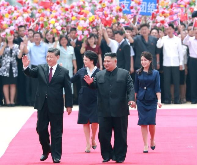 Ông Tập Cận Bình đi xe mui trần, vẫy chào người dân Triều Tiên ảnh 5