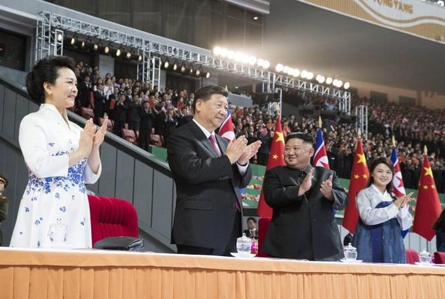 Ông Tập Cận Bình đi xe mui trần, vẫy chào người dân Triều Tiên ảnh 17