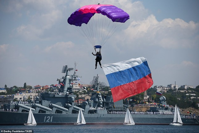 Xem dàn chiến hạm Nga rẽ sóng thị uy sức mạnh hải quân ảnh 13