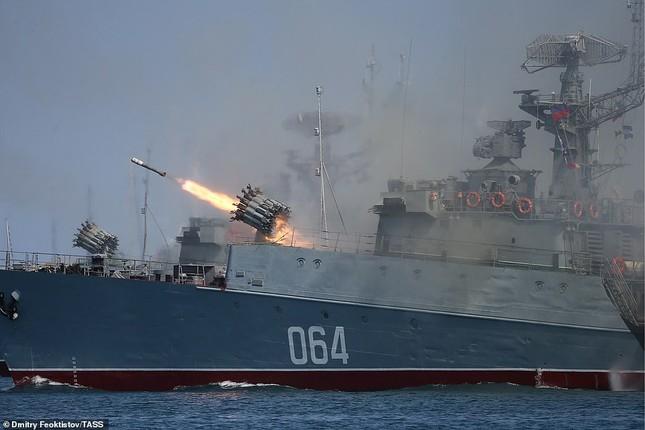 Xem dàn chiến hạm Nga rẽ sóng thị uy sức mạnh hải quân ảnh 10