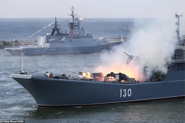 Xem dàn chiến hạm Nga rẽ sóng thị uy sức mạnh hải quân ảnh 3